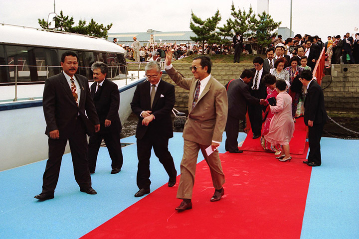 Visit of Prime Minister Mahathir Mohamad of Malaysia to Oshima Shipyard.