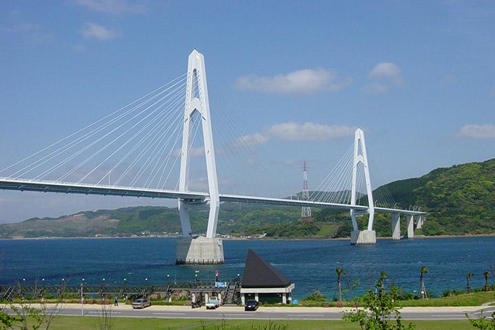 "Opening of Oshima Bridge (length 1095m), which made Oshima""Peninsula from Island""."